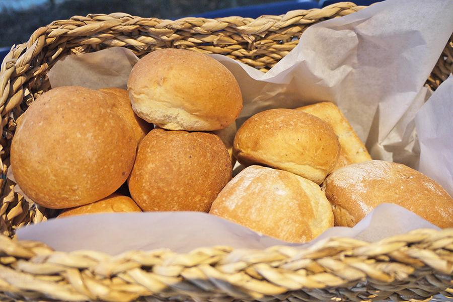 SUZU CAFE 六本木 胚芽パンとライ麦パン