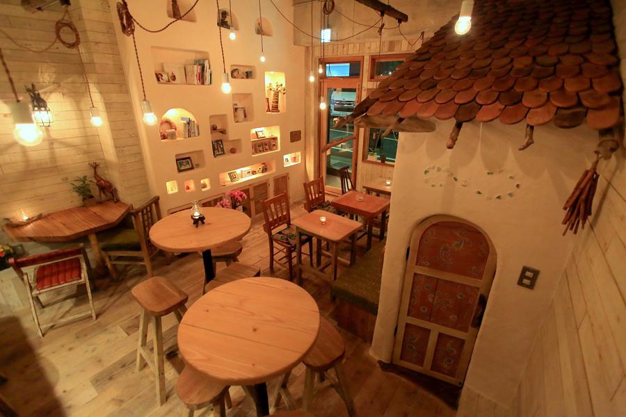 地球を旅するカフェ 店内