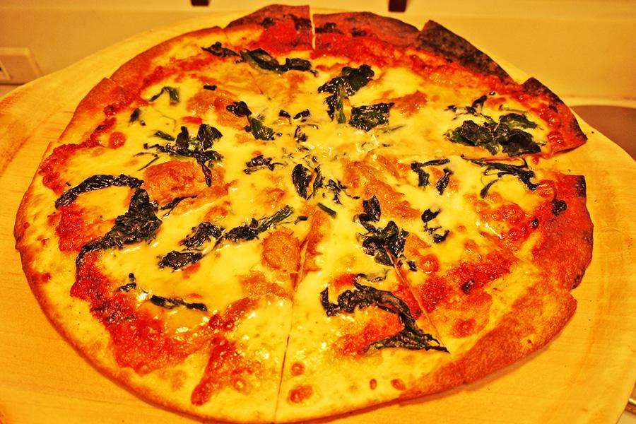 ITALIAN BUFFET and CAFE LA MAREA ピザ