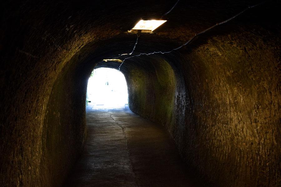 銭洗弁財天 洞窟