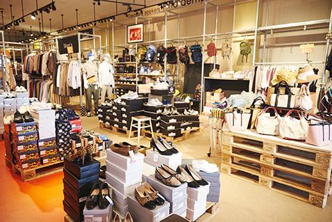 洋服から靴・カバン、雑貨小物まで店内には常時7,000点ほどの商品がラインナップ。