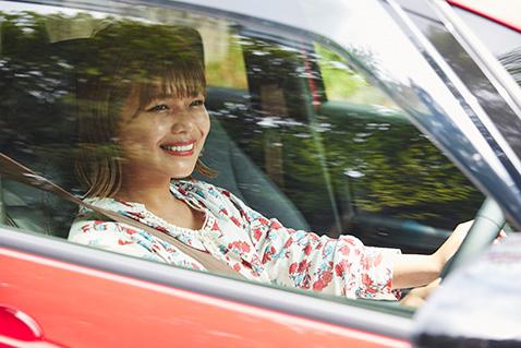 一人でのお出かけも家族とのドライブも、きっと楽しくなるクルマです。